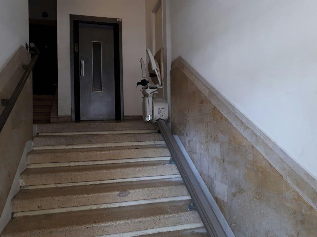גרם מדרגות - חדר מדרגות