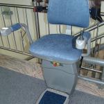 מעלון כסא מתעקל צבע כחול 2, מתאים למעלון שבת