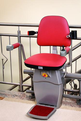מעלון כסא מתעקל, מעלון ביתי אדום