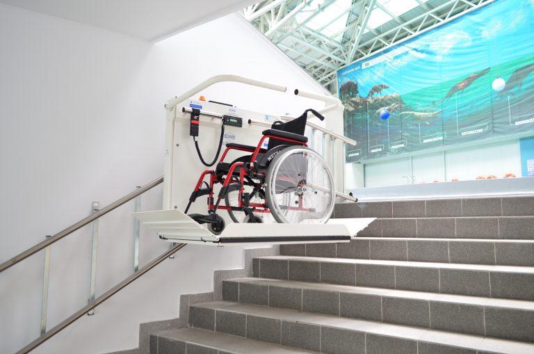 מעלון אנכי | מעלון משטח מדרגות ישרות. מתאים גם כמעלון ביתי (מעלונים לנכים)