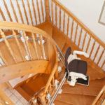 מדרגות מעץ ומעלון הירו