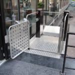 מעלון משטח אנכי ללא פיר - התקנה מקצועית ברמפה מעליות